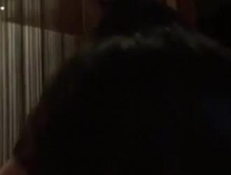 مثير ، امرأة سمراء الآسيوية مع الثدي لطيفة تحصل مارس الجنس من الخلف ، ويتمتع به كثيرا