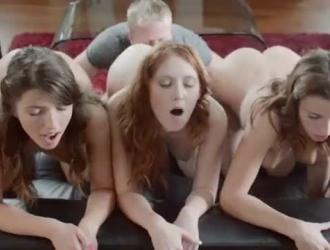 كيشا غراي على وشك أن تمارس الجنس أثناء ممارسة الجنس الشرجي الوحشي لأنها تحب ذلك