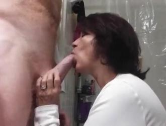 زوج يمص زوجته