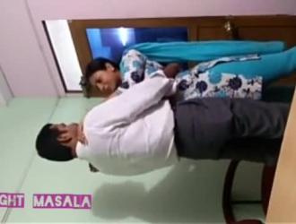 الحلو الهندي في سن المراهقة مستندات مص كبار السن الديك