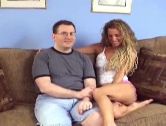 الرجل الرومانسي هو بالإصبع صديقته الرطبة النشوة كس الرطب ، في حين أنها تأمل في اللعنة جيدة