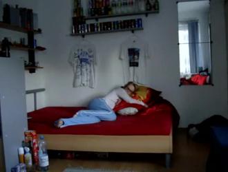 الاخ ينيك اخته في غرفه النوم مترجم