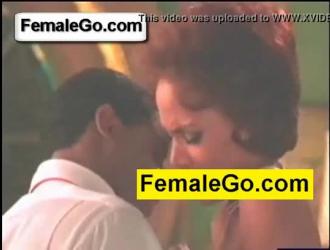 مفلس امرأة سمراء تمتص الديك ويحصل مارس الجنس من قبل أصدقائها مثليه في بوف