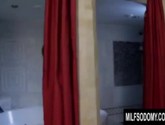 جبهة مورو شقراء في سراويل سوداء ، يحب جين وايلد الحصول على الديك الثابت شريكها قرنية