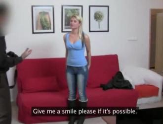 فتاة مراهقة هاوية تضاجع جسدها من أجل المتعة