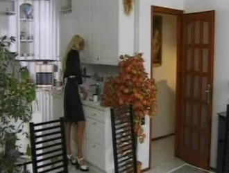 خادمة شرقية يحصل عارية وربط