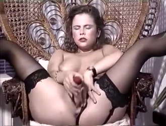 أحمر الشعر الساخن ، جينا فالنتينا تحصل على جرعتها اليومية من الجنس الفموي في سريرها الضخم