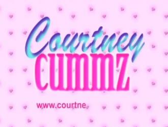 كورتني كومز هي مراهقة كبيرة تحب أن تضاجع زوجها ، في كثير من الأحيان