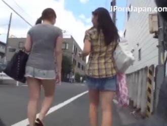 تلميذة يابانية تمارس الجنس في الفصل بينما لديها تحول في المدرسة تحبها