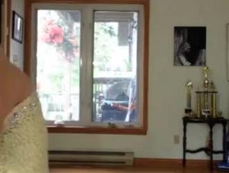 نيك عربي فوق السرير خلال مشاهدة التلفاز