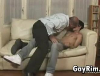 ابتلاع مثلي الجنس الدهون على الديك