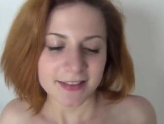 خبطت أحمر الشعر مفلس في سريرها من قبل الديك ضخمة من رجل ثري