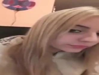 الحلو الساخنة في سن المراهقة كاسي يحصل بوسها الوردي قصفت