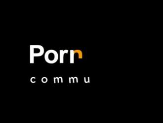 مثير جبهة مورو امرأة سمراء ناضجة غالبا ما يمارس الجنس في شقتها واللعب مع الثدي لها