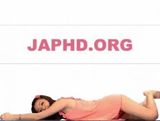 الخادمة اليابانية ذات الثدي الكبير تمارس الجنس مع صاحب عملها ، في كثير من الأحيان