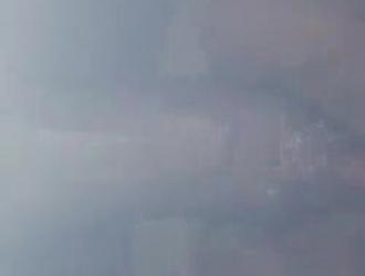 امرأة شقراء ناضجة ترتدي شباك صيد سوداء وتستمني أمام كاميرا الويب الخاصة بها
