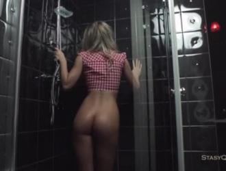 سكس روسي حمامات ومسبح