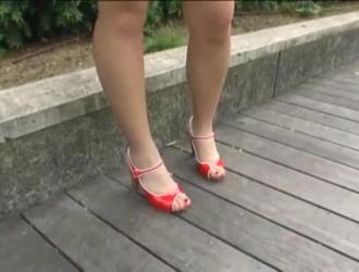 تمتص المراهقة اليابانية بلطف ديك أفضل صديق لها وتستعد لركوبها
