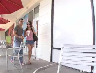 رائع امرأة سمراء جينا ساتيفا فرك البظر أثناء الحصول على مارس الجنس ويئن من المتعة أثناء كومينغ