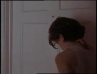 امرأة شقراء مثيرة ، تمتص تابيثا ديك حبيبها مثل عاهرة حقيقية ، في منزلها الضخم
