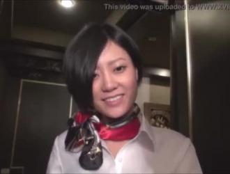 حفر بوس اليابانية المثيرة أثناء حملها على مكتبها