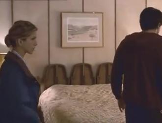 قامت جنيفر وايلد بإغراء رجلين وقدمت لها كس جميل لكليهما مجانًا