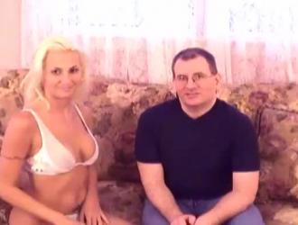 حصلت مراهقة مثيرة على مكالمة جنسية من رجل ظهر في شقتها لزيارتها