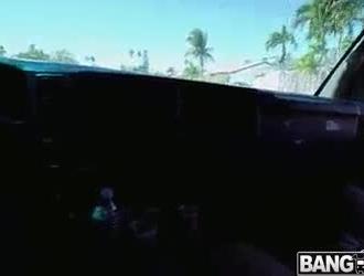 يغري بيج أوينز والد صديقها للحصول على المال لدفع الإيجار ليوم واحد والحصول على مارس الجنس
