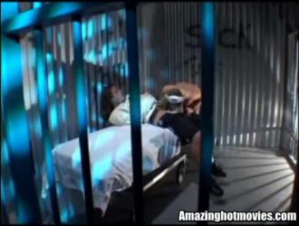 نحيف كتكوت شقراء ، فيفيان إليز هو الحصول على مارس الجنس من الخلف أثناء الحصول على بوسها يمسح