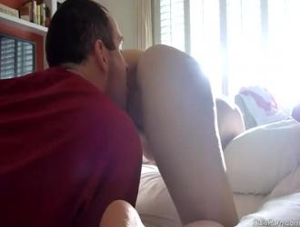 ربة منزل ناضجة مع الثدي ضخمة وهمية ، بيلا يحب أن يستمني بينما لا أحد آخر في المنزل