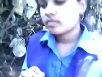 كلية البنات الحصول على الهرات مارس الجنس