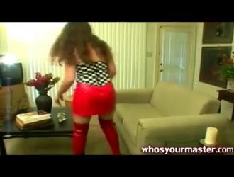 غريب جبهة مورو مع قناع على وجهها هو الحصول على مارس الجنس من الصعب على الأرض