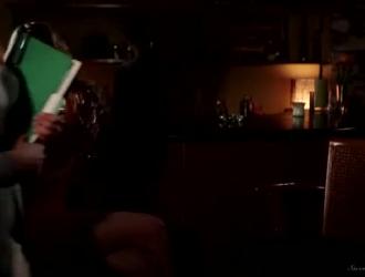 أخذت مرسيدس كاريرا دسار المطاط المفضل لها إلى بوسها المشعر ، قبل أن مارس الجنس مع رجل