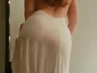 زوجة الحسية ، إيما هيكس تحصل مارس الجنس من الصعب ، بعد أن تم الانتهاء من مص الديك زوجها الكبير