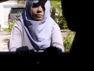 فيديوهات عنف مص حليب صدر بنات