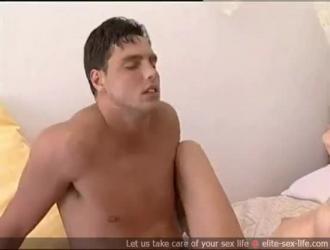 سكس عالسرير وخلع ملابس