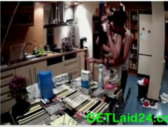سكس محونات بنات مع بعض في المطبخ