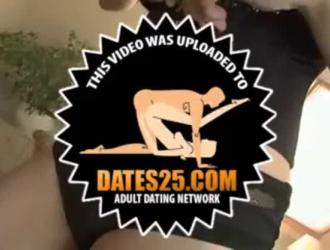زوجان شابان يمارسان الجنس على الشاطئ مع تلميذة لطيفة