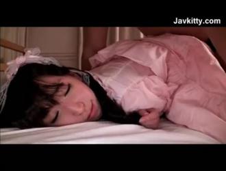 الحلو غازل كس ضيق اليابانية يحصل غازل