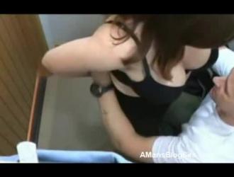 تم القبض على كنزي على شريط بينما كانت تستمني في غرفة المعيشة الخاصة بها ، قبل الذهاب إلى العمل