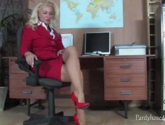 استدراج سيدة مكتب شقراء ثمل من قبل المتأنق