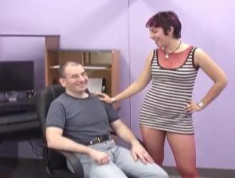 الغراب رايلي يحب أن يكون مارس الجنس ومليء ببعض ديك الفتاة الضخمة
