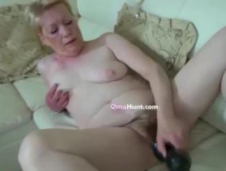 الجدة شقراء قرنية ، كيشا غراي حصلت مارس الجنس في موقف على غرار هزلي ، حتى جاءت