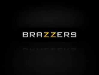 Brazzers خانوادگي ينيك زوجة صديقه