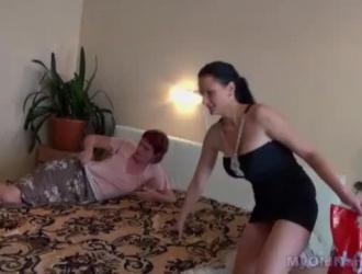 فاتنة الساخنة يحصل بوسها اصابع الاتهام من قبل لها السابق