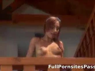 نحيف ، امرأة سمراء ألمانية ترتدي حزامًا ورديًا ورباطًا أثناء الحصول على مارس الجنس في وضع هزلي