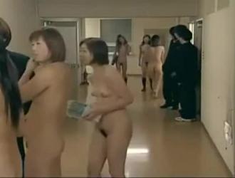 فتاة المدرسة اليابانية تحصل مارس الجنس في الفصل بنفس الطريقة مثل الفتيات الأخريات