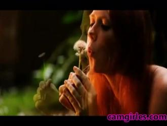 مغر ، امرأة هواة ذات شعر أحمر طويل ، تمتص وركوب ديك في استوديو التدليك