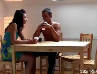 لذيذ فتاة هواة تمتص ديك ضخمة قبل لها اللسان