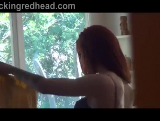 أحمر الشعر في سن المراهقة مع الحمار أنيق مارس الجنس ظبية لمشاهدة